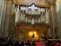 800px-Organo_di_Santa_Maria_degli_Angeli_e_dei_Martiri_-_Roma_-_Concerto_di_Natale_2009_-_1