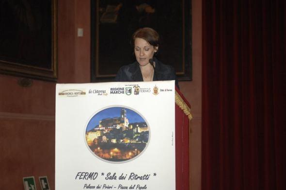 Manuela Giacchetta legge la sua poesia premiata con la Menzione d'onore