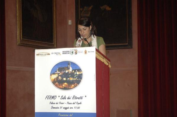 Elisabetta Ghiselli legge la sua poesia premiata con la menzione d'onore
