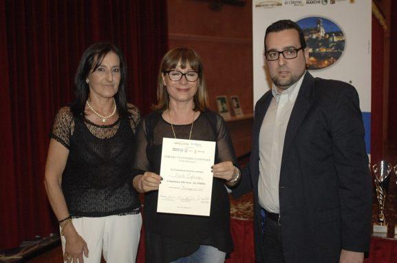 La segnalazione per la poesia di Renato Pigliacampo. Ritira il premio l'amica Rosanna Giovanditto, consegnato da Lorenzo Spurio e Susanna Polimanti