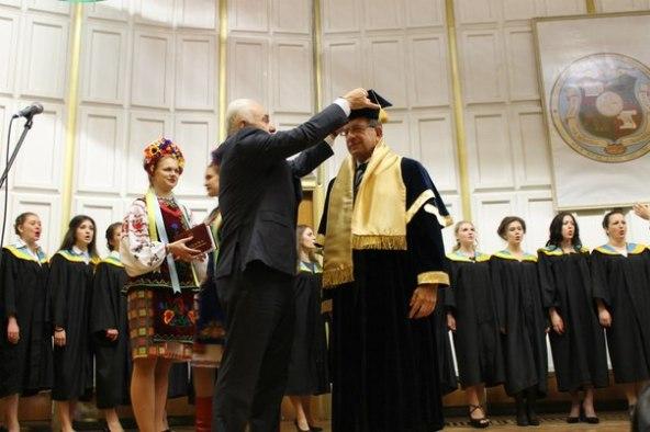 Corrado Calabrò ottiene la Laurea Honoris Causa all'Università Statale di Mariupol (Ucraina) nel Maggio 2015.