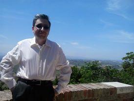 Emanuele Marcuccio sulla balconata del Colle dell'Infinito a Recanati (MC) nel Maggio del 2014