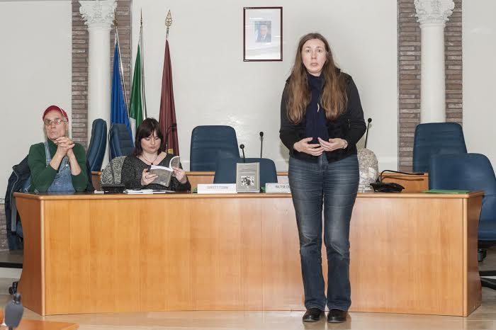 Nella foto a destra l'autrice Monica Ravalico