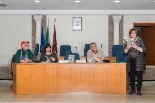 Nella foto a destra l'autrice Enza Spagnolo