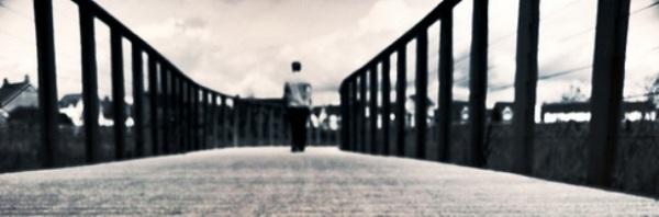 2010-08-15_uomo_di_spalle_cammina