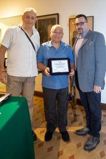 Da sx: Emilio Mercatili (giurato), Antonio Damiano (1° premio assoluto) e Lorenzo Spurio (Presidente di Giuria)