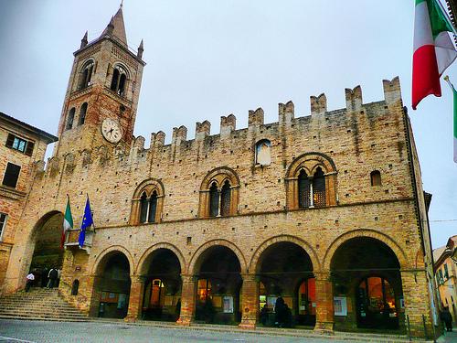 Montecassiano_-_Palazzo_del_podestà.jpg